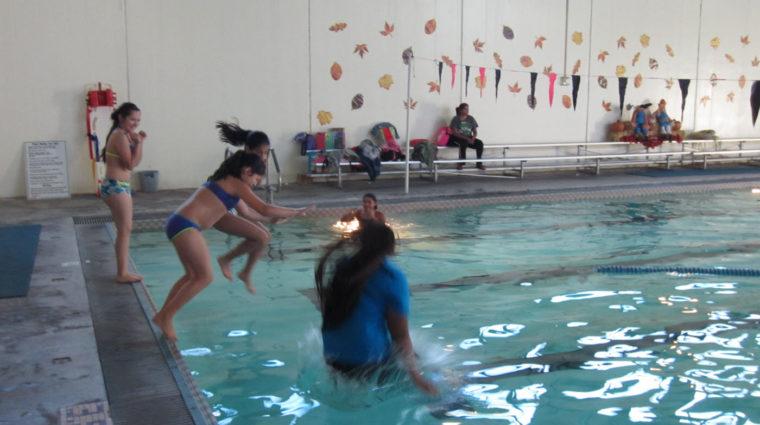 image-facily rental kids in pool